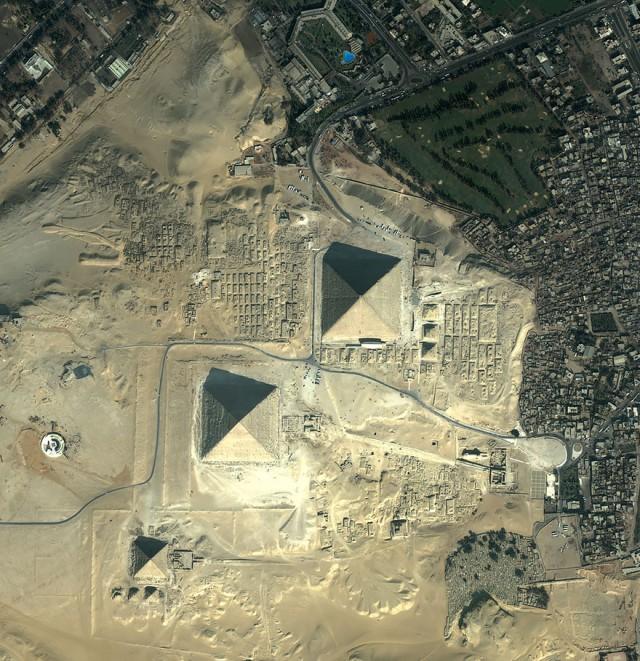 Giza Pyramids.jpg