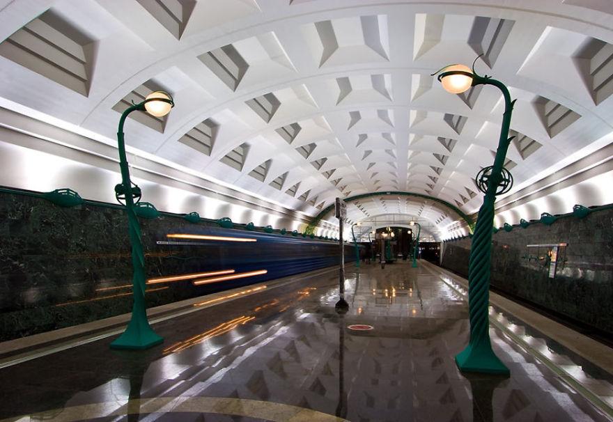 Slavyansky Bulvar_Moszkva metro.jpg