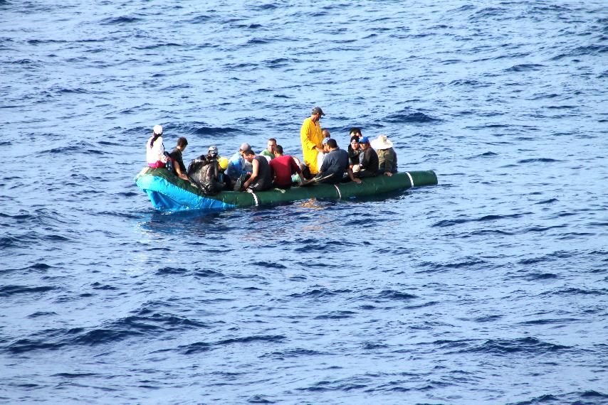 sokan egy csónakban.jpg
