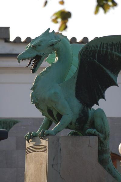 a város egyik jelképe, a sárkány