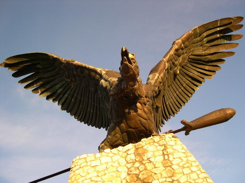 Tatabánya, Turul-szobor