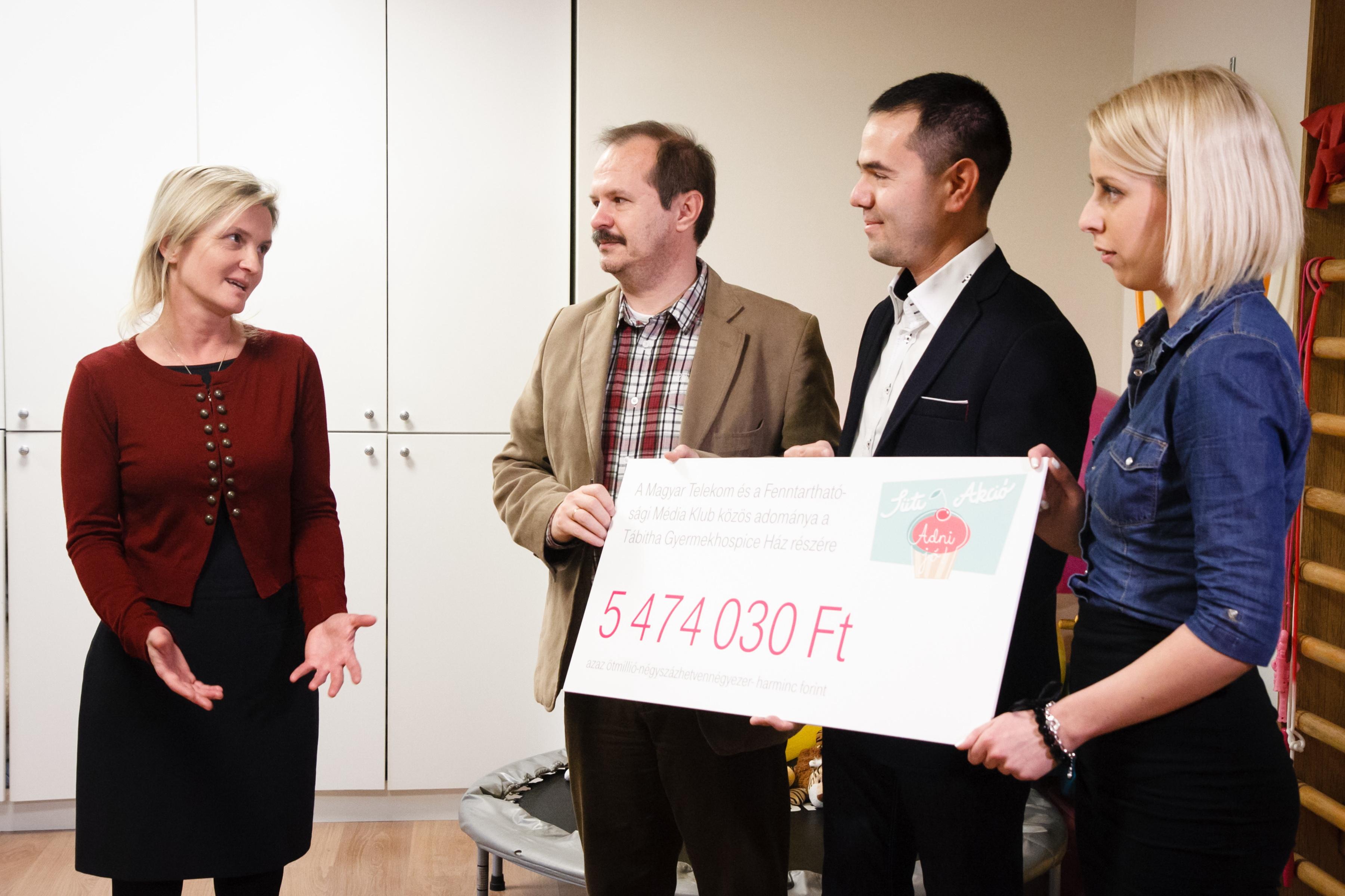 Karácsonyi sütiakció: öt és félmillió forint
