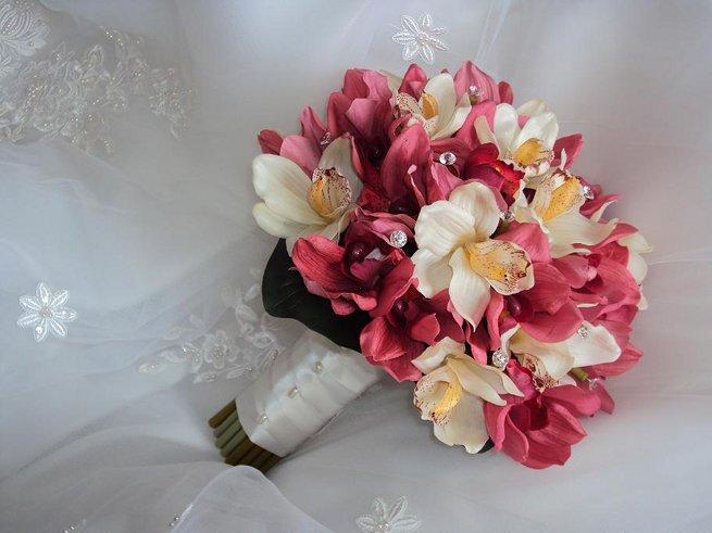 feher_ciklamen_cymbidium_orchidea_menyasszonyi_csokor_1.JPG