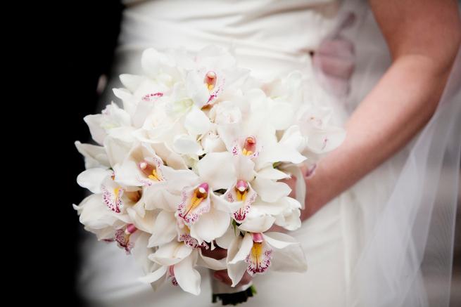 feher_cymbidium_orchidea_menyasszonyi_csokor.jpg