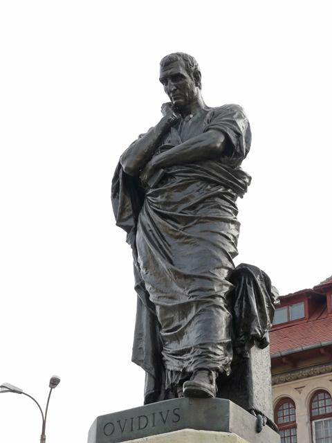 statue_of_roman_poet_ovid_in_constan_a_romania.jpg