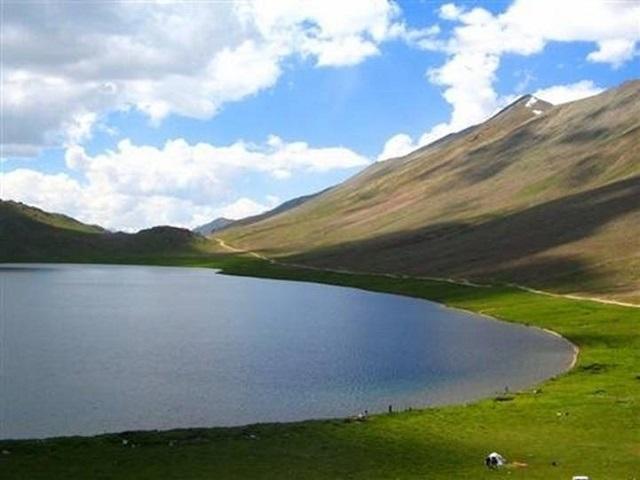 Lake_Sheosar_Lake.jpg