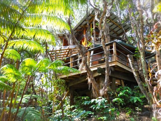 Mahinui-Na-Lani-Treehouse-Hawaii-Roderick-Romero-537x405.jpg
