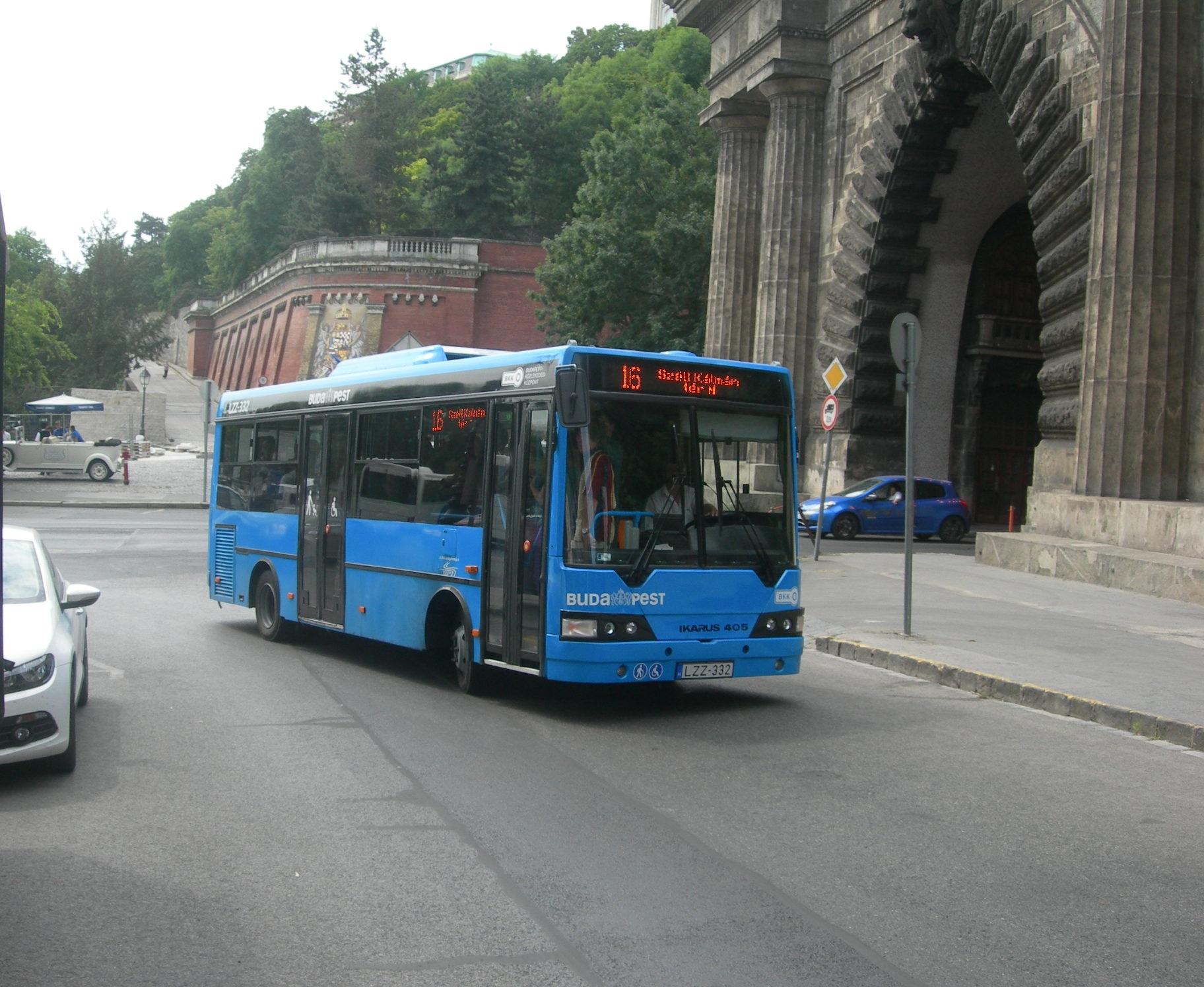 Felújított Ikarus 405 típusú busz állt forgalomba a 16-os ...