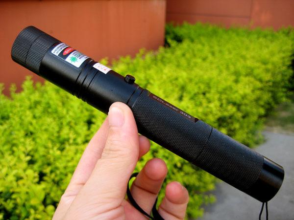 lezer-mutato-ceruza-osszehasonlitas-laser-pointer-5mW-50mW-500mW-5000mW-18650-liion-li-ion-3.7V-AA-04-500mW-os-1.jpg