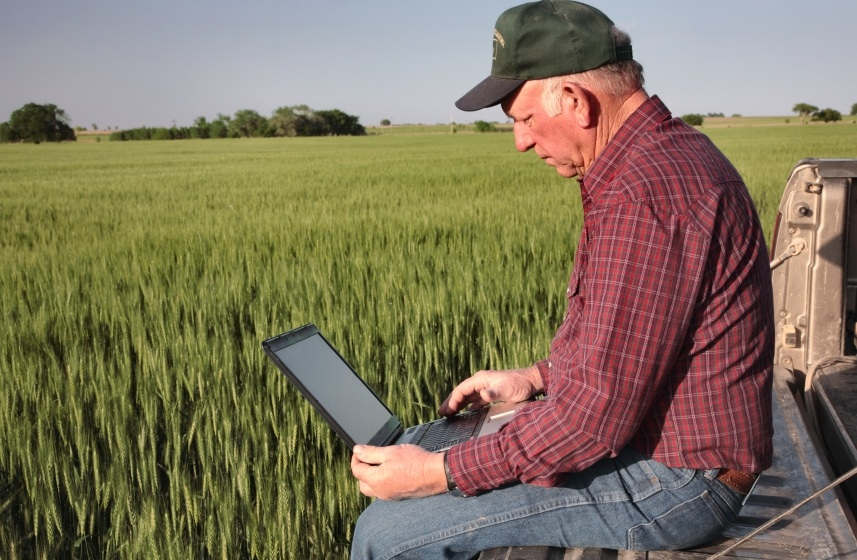 farmer-on-computer1.jpg
