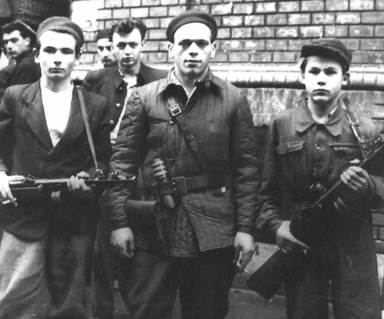 1956. október. Fiatal magyar felkelők..jpg
