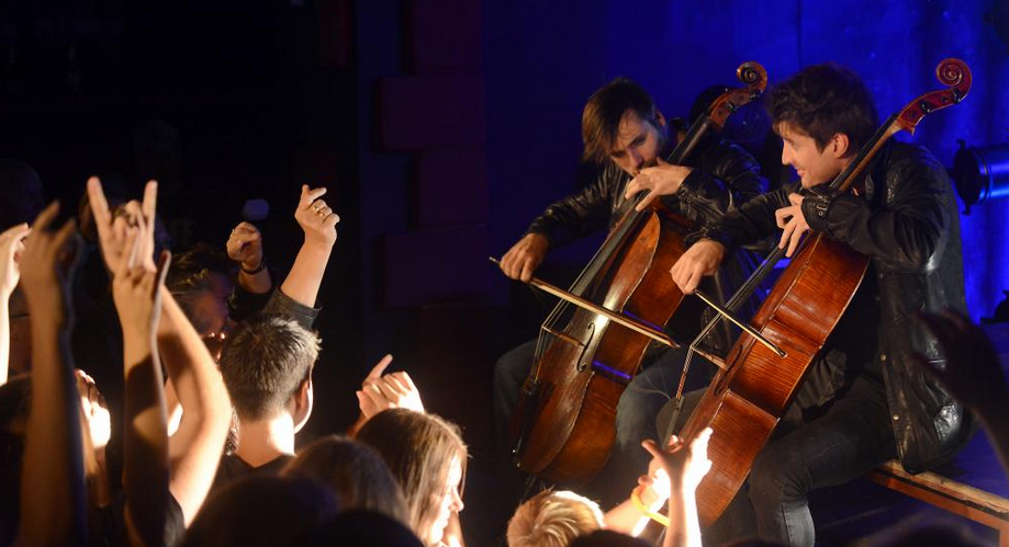 2CELLOS_Live_6.png