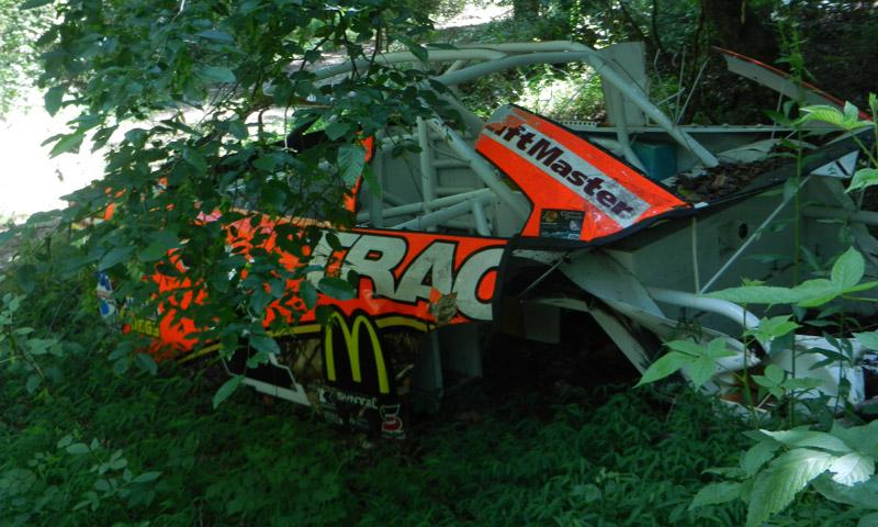 A hétszeres Cup futamgyőztes Jamie McMurray autója is felfedezhető a Pripyatot idéző roncstemetőben.